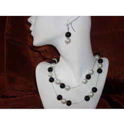 K-00002 Kolczyki z perełek szklanych białych i czarnych rabat 25%