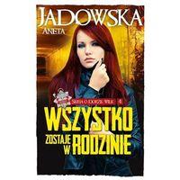Książki fantasy i science fiction, Seria o Dorze Wilk T4 Wszystko zostaje w rodzinie (opr. broszurowa)
