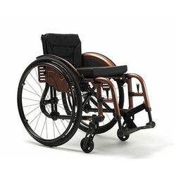 Wózek inwalidzki wykonany ze stopów lekkich ze ściaganymi podnóżkami Trigo T line