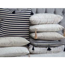 Poduszka dekoracyjna w paski z frędzlami granatowa/biała 45 x 45 cm