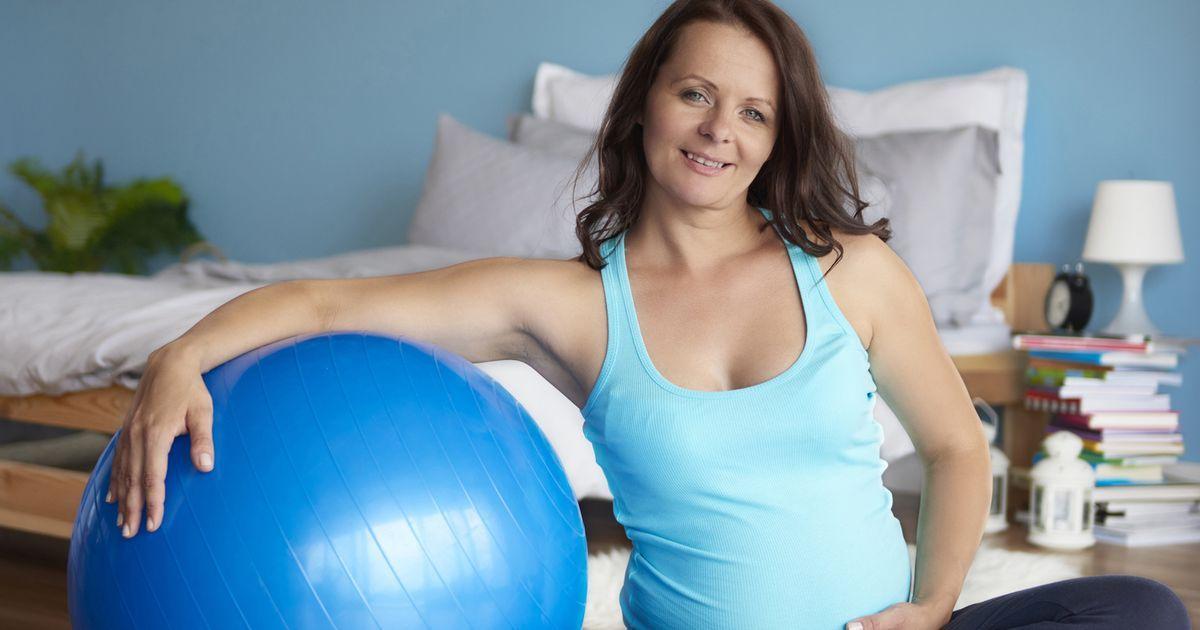 Jak schudnąć po ciąży? Trzymaj się tych 4 ważnych zasad
